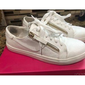 Shoedazzle tennis shoes